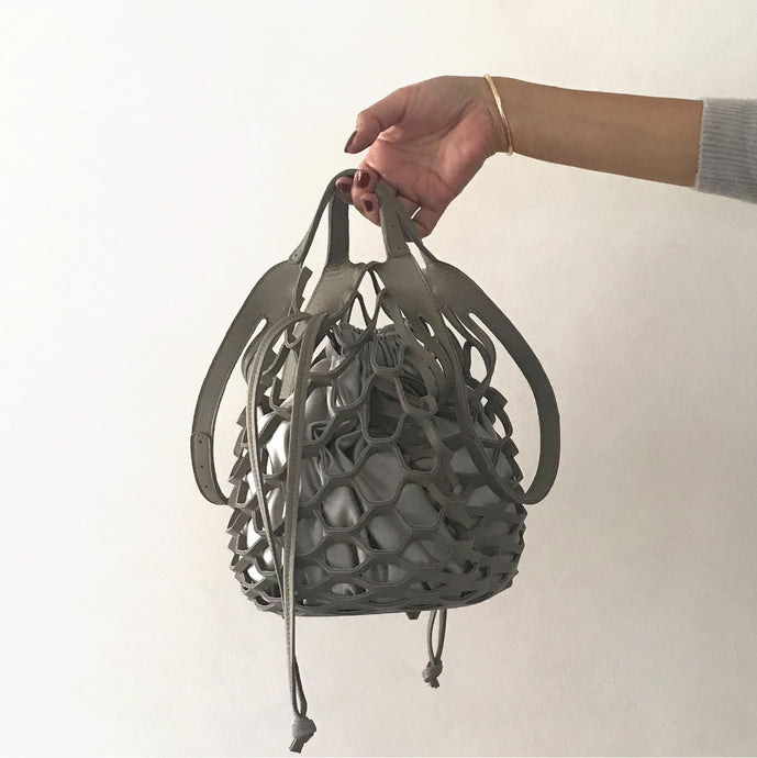 【再入荷】multi-way mesh bag mini [Mocha (Gray Beige) × Light Gray Beige]
