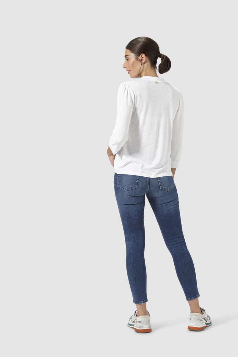 Rich & Royal - Dunkle Midi-Jeans mit Used-Waschung - Modelbild hinten