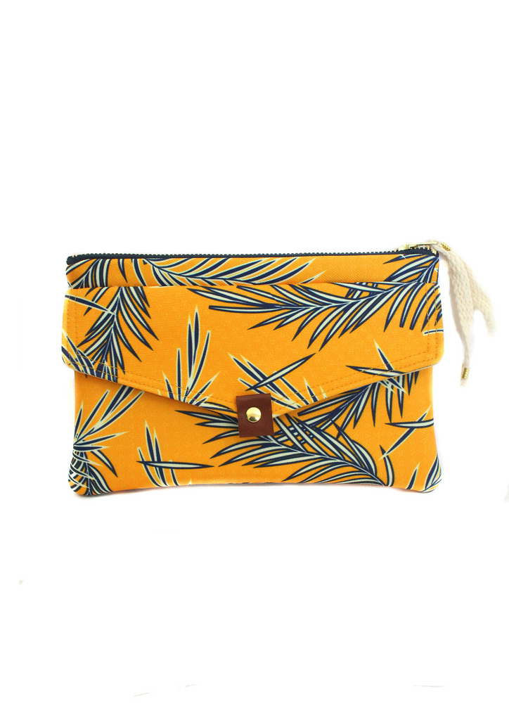 Navy leaves large pouch
