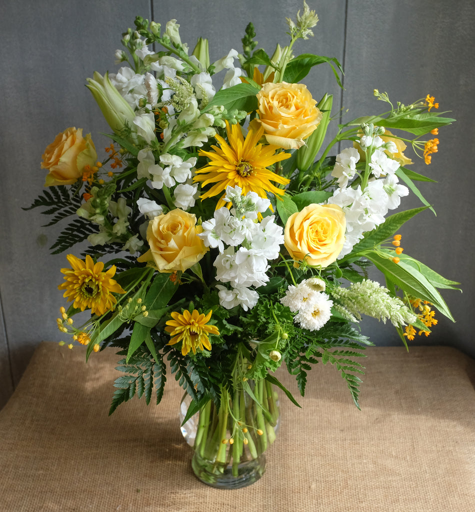 Sunny yellow and white flower bouquet.