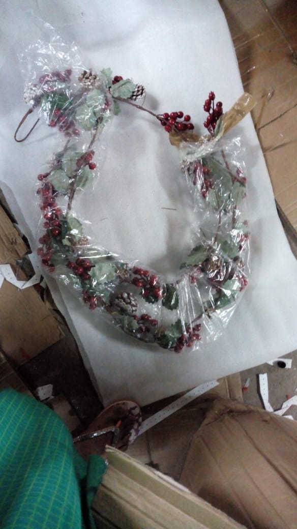 Streamer with Pine and Cherries Decoration