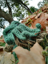 Load image into Gallery viewer, Cthulhu wool Doll amigurumi