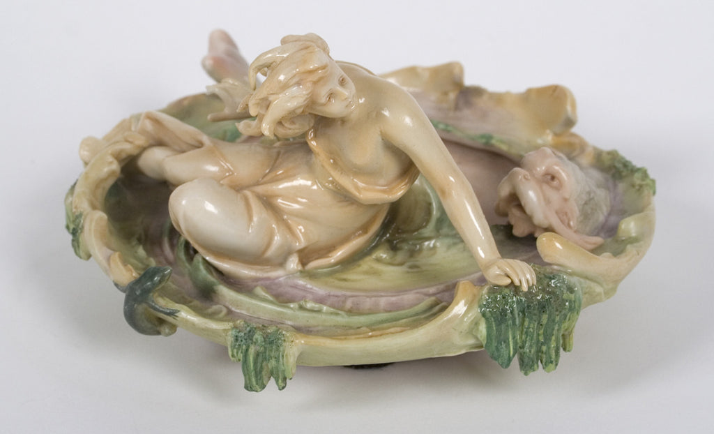 <b> VOLKSTEDT </b><br> PORCELAIN WOMAN ON DISH CIRCA 1894-1918 </br>