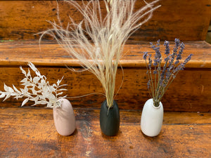 Dried Feathergrass in Kinto SACCO Porcelain Vase (Black)