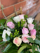 Load image into Gallery viewer, Light Pink & Blush Premium 12-Rose Bouquet