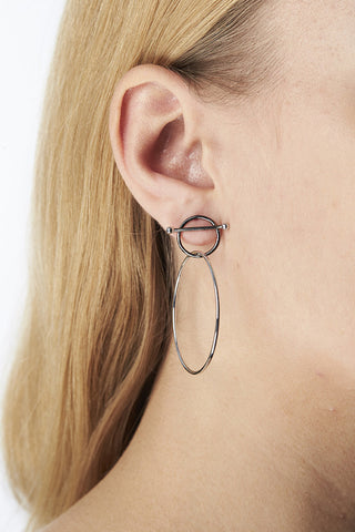 SWING EARRING - BLACK/SILVER