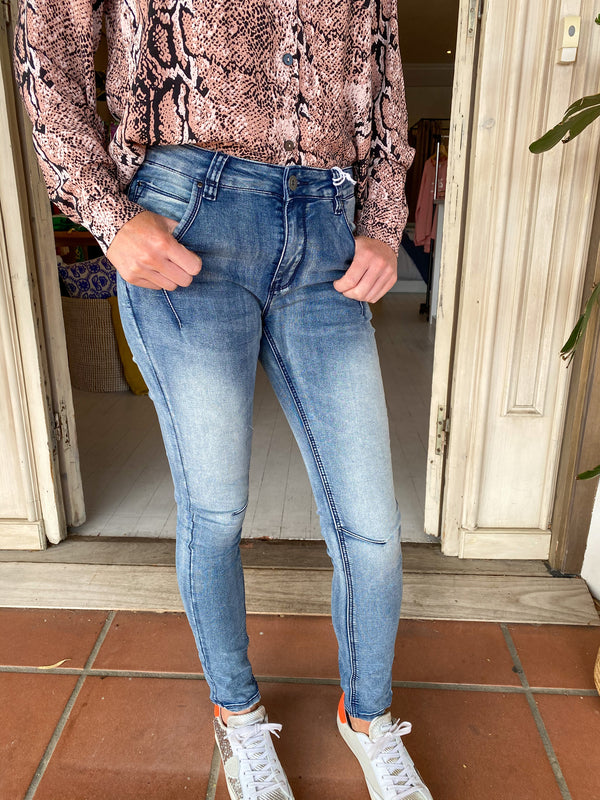 Bianco Jeans Peach Blossom Jean in blue