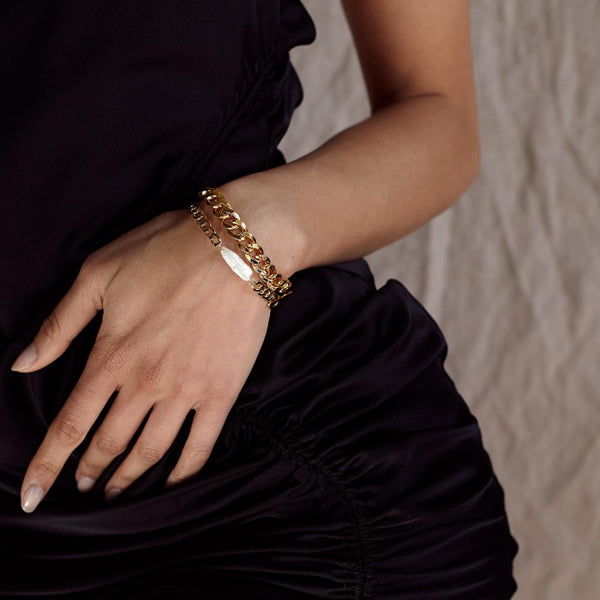 olie and Deen Augustina Gold Chain Bracelet with freshwater pearl