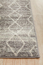 Load image into Gallery viewer, Evoke Remy Silver Transitional Runner Rug
