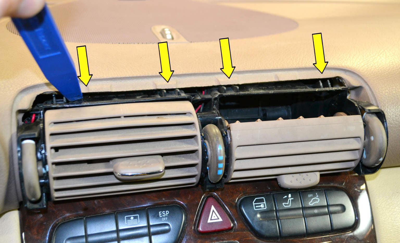 How to Remove Mercedes-Benz W203 Radio