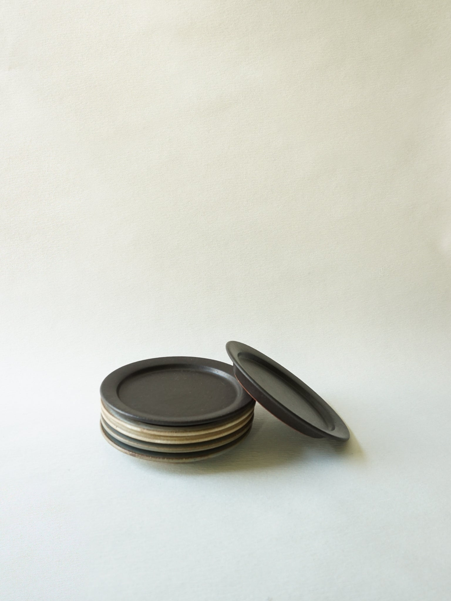 Black Stackable Mini Plate (XS)