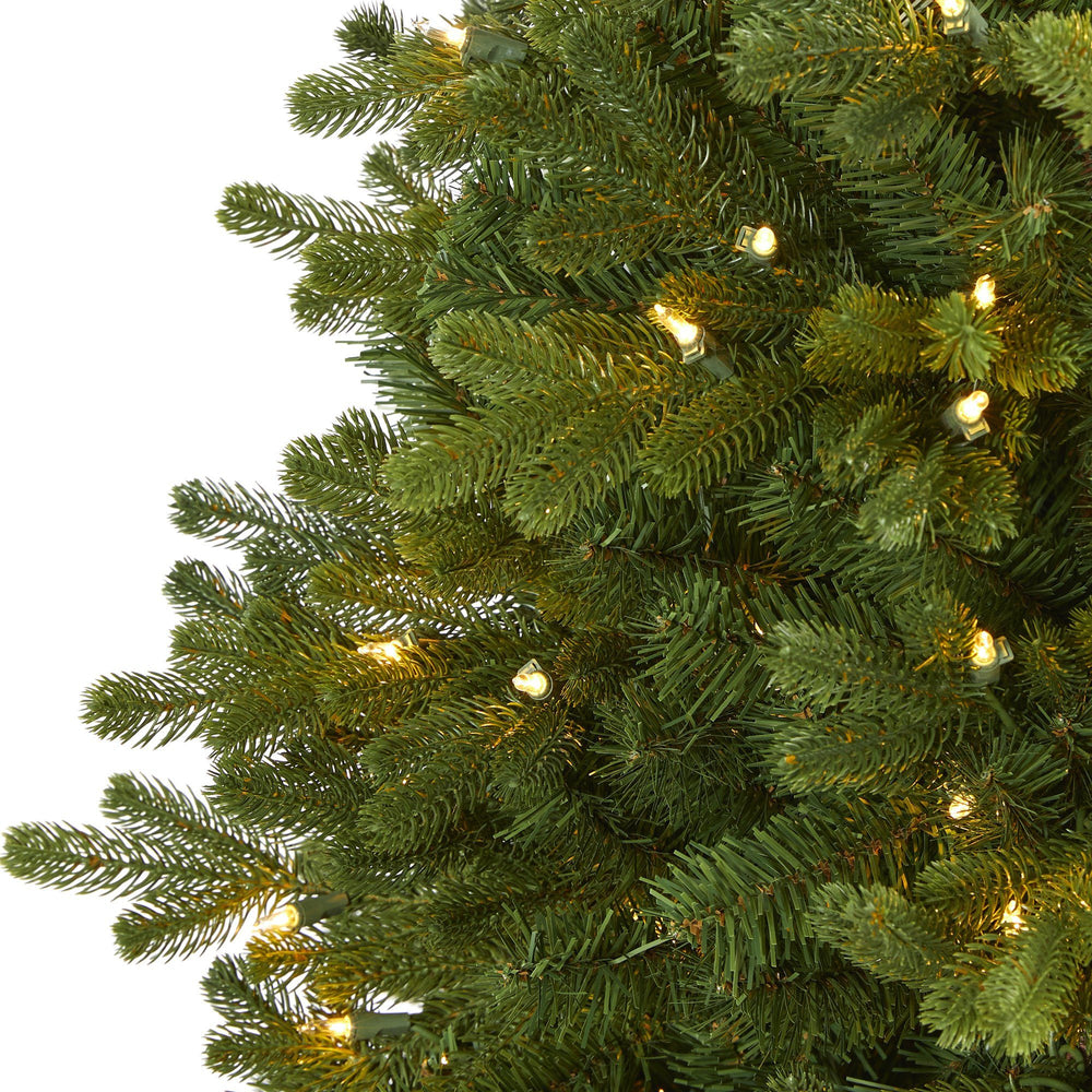 5.5' Washington Fir Artificial Christmas Tree with 300 Clear Lights and 672 Bendable Branches