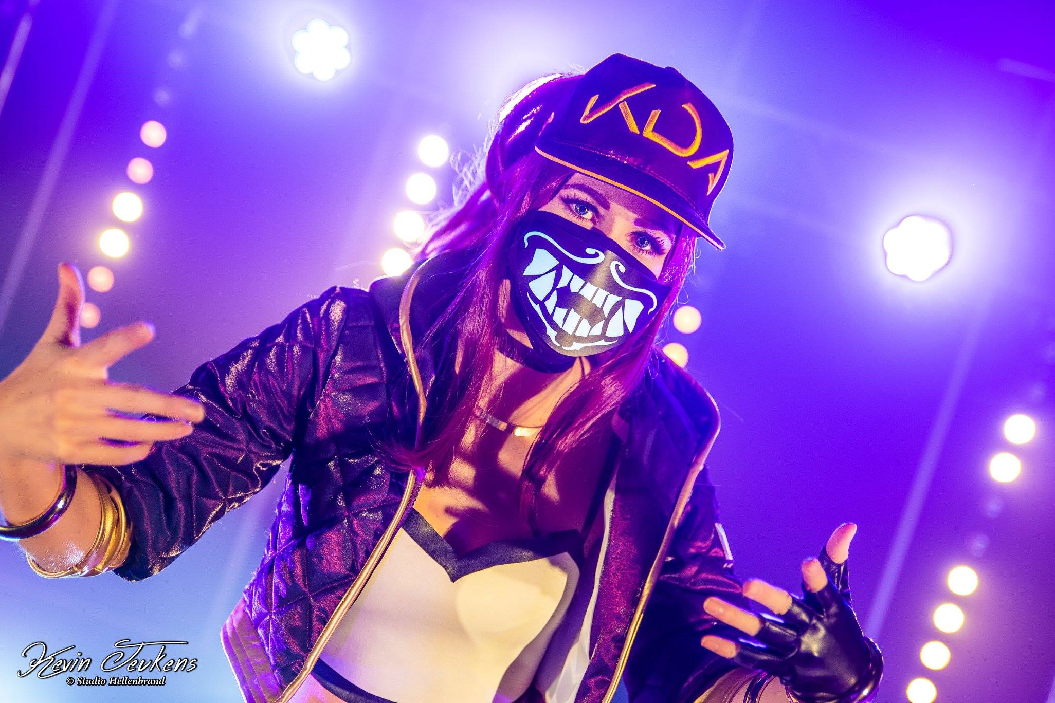 Akali inspired K/DA LED mask (voice)