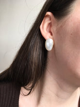 Load image into Gallery viewer, Amande Petit earrings