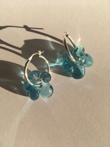 Slightly bigger Fleur earrings - Light blue on silver