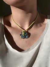 Load image into Gallery viewer, Fleur necklace Pale blue / Anis