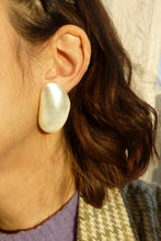 Load image into Gallery viewer, Boucles d'oreilles Amande blanc