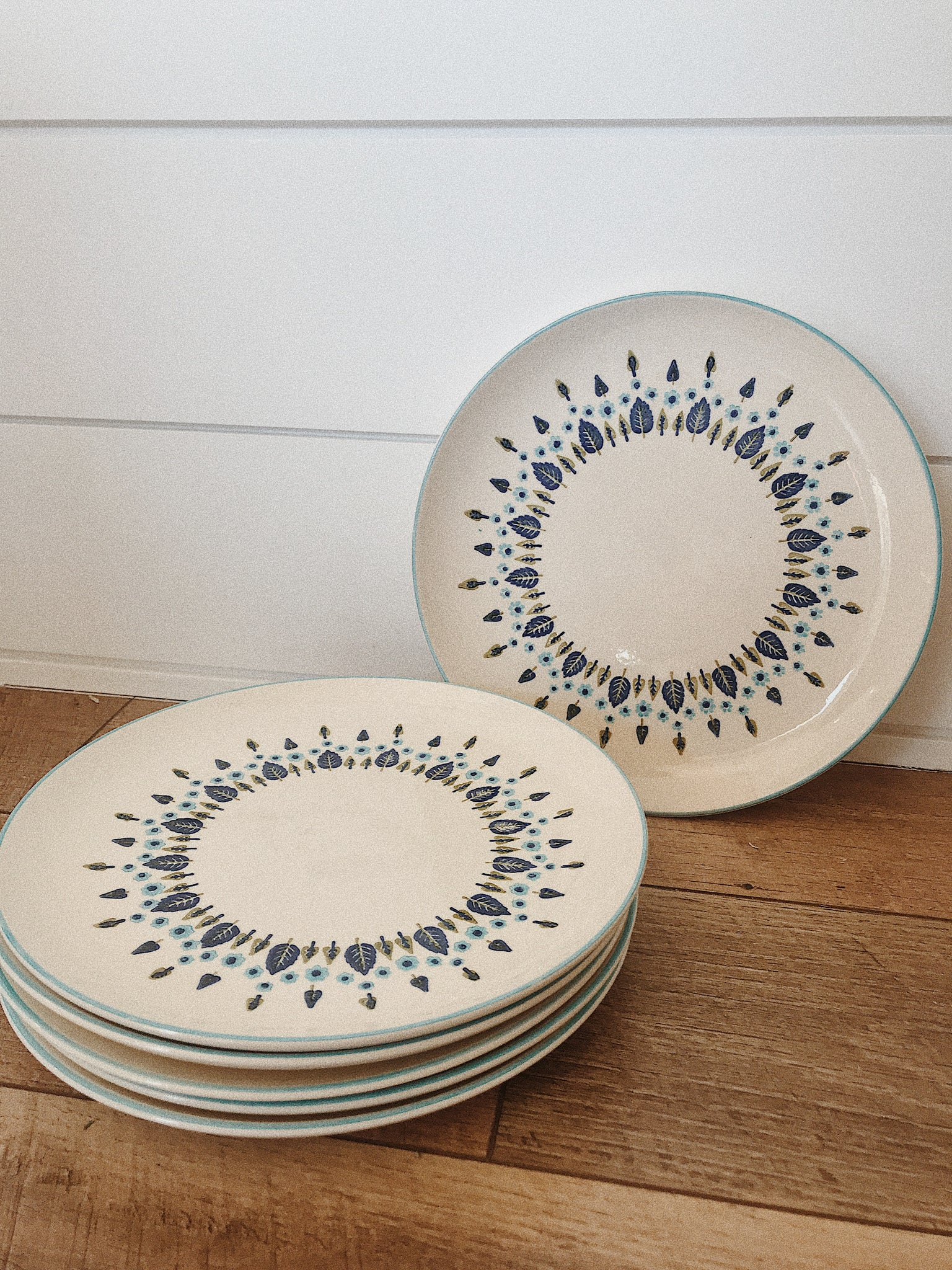Retro Blue Floral Plate Set