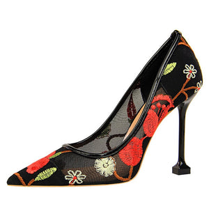 Red floral embroidered high heels pumps