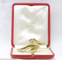 Load image into Gallery viewer, Vintage Chaumet 1.7 Carat Diamond and 18K Gold Lily French Designer Brooch