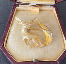 Load image into Gallery viewer, Vintage 14K Gold Abstract Sleek Fox Brooch, Animal Pin