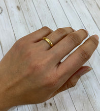 Load image into Gallery viewer, Simple 18K Gold Wedding Band Stacking Ring Size 6.5