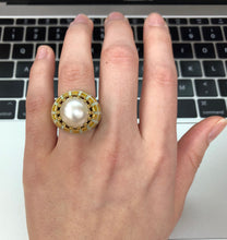 Load image into Gallery viewer, Vintage 18K Gold Green and Yellow Enamel Mabe Pearl Statement Ring - alpha-omega-jewelry