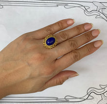 Load image into Gallery viewer, Vintage Italian 18K Gold and Lapis Lazuli Ring
