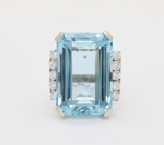 Vintage 47 Carat Aquamarine and 1.4 Carat Diamond 14K Gold Cocktail Ring