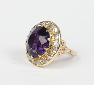 Large Midcentury 19 Carat Amethyst and 4 Carat Diamond 14K Gold Statement Ring