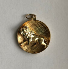 Load image into Gallery viewer, Vintage 14K Gold Zodiac Leo Fierce Lion Charm Pendant