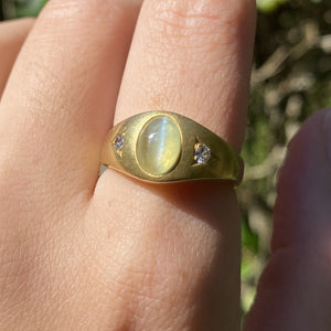 Vintage Cat's Eye Chrysoberyl and Diamond 18K Gold Gypsy Ring