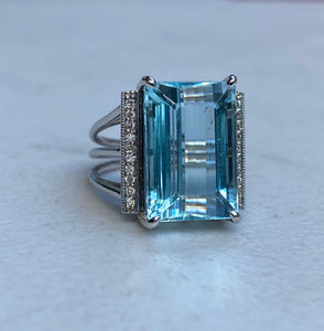 Vintage Aquamarine and Diamond 18K Gold Cocktail Dinner Ring