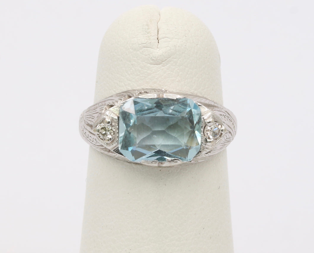 Vintage Art Deco 18K Gold Aquamarine and Diamond Ring
