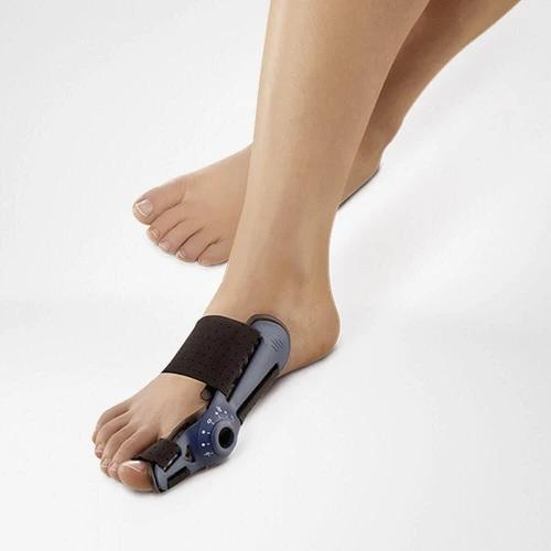A foot splint in a colour combination of black and grey. It is considered one of Bauerfeind Australia's best recovery foot splints, Valguloc II.