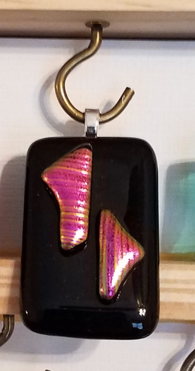 fused-glass-pendant-dichroic-fushia-black
