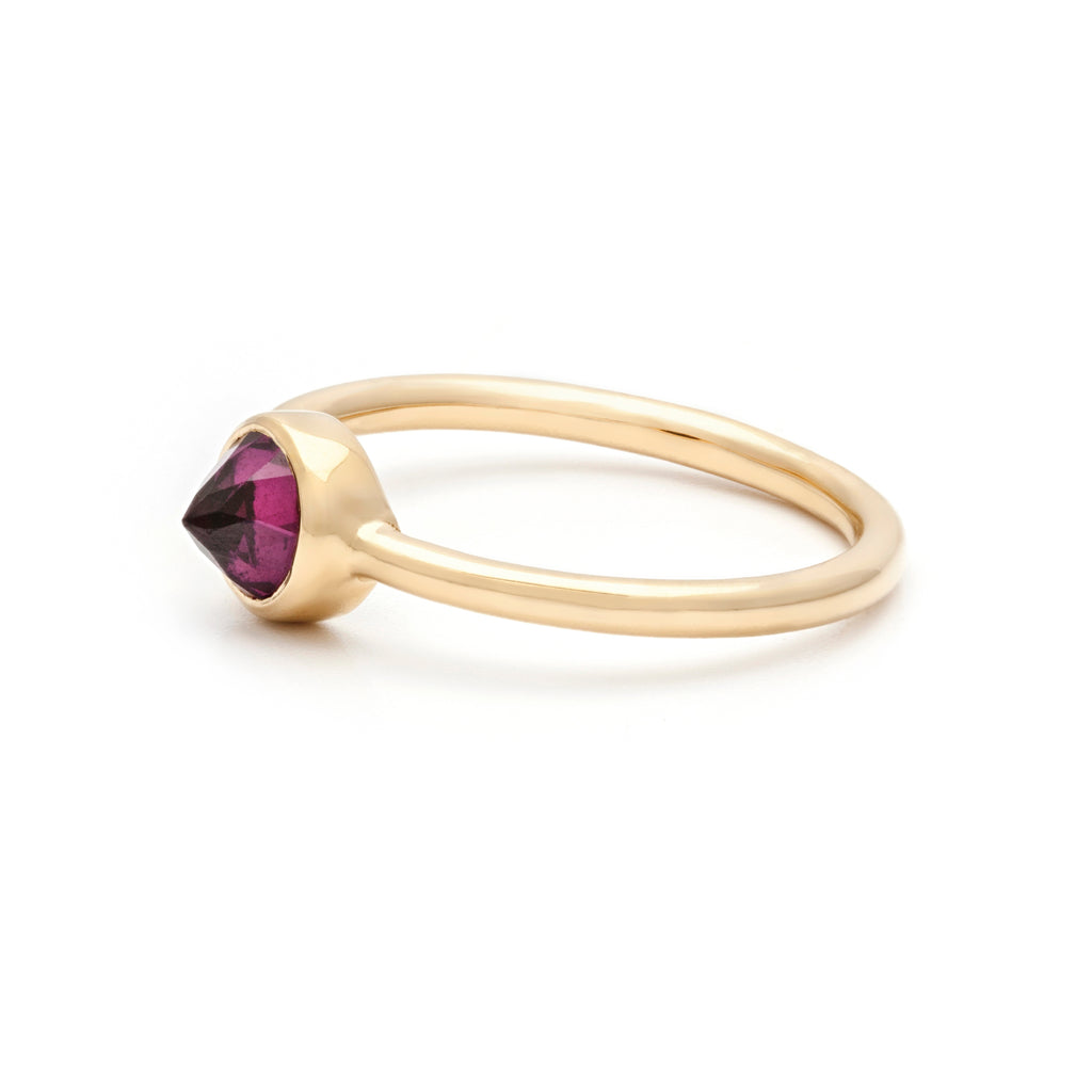 Inverted rhodolite garnet gemstone ring - side view