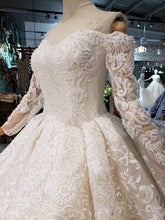 Load image into Gallery viewer, Sweetheart lace wedding dresses with long sleeve handmade flowers appliques princess wedding gown new fashion design