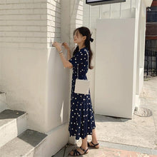 Load image into Gallery viewer, Women Dress Floral V-Neck High Waist Puff Sleeve Casual Fashionable Vintage Lace Up One Piece Long Dress