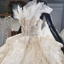 Load image into Gallery viewer, Veiled Sequine Appliques Champagne Strapless Custom Made Wedding Dress Sleeveless Ball Gown robe de mariée dentelle