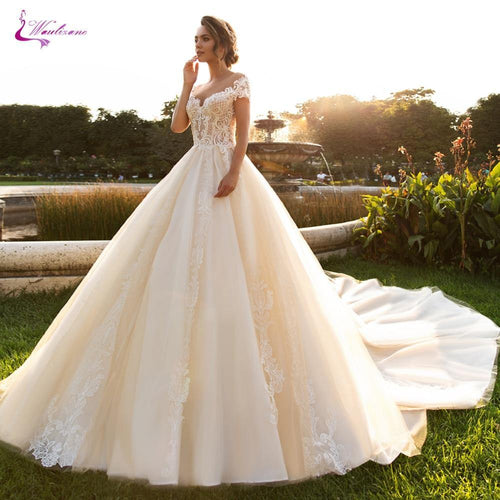 Noble Champagne Color Sweetheart Neckline Of Ball Gown Wedding Dress With Short Lace Sleeve Bridal Dress