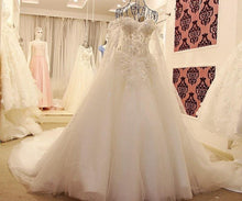 Load image into Gallery viewer, New Ball Gown Court Train White Lace Bridal Wedding Dress With Cape Wedding Gown Vestido De noiva De Renda