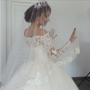 White Vintage Wedding Dresses Long Sleeves Lace Applique Court Train Wedding Gowns Custom Made Bridal Dress