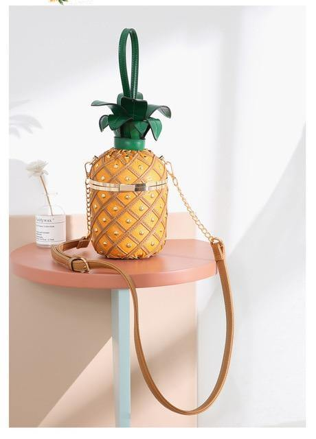 Personality design female new shoulder bag Messenger bag pineapple shape bag lock chain rivet stitching bag handbag