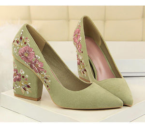 Embroider Flower Shoes Woman Pointed Toe Square Toe Retro Elegant Woman Pumps Lace Women Shoes High Heel