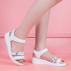 Light shoes Narrow Band Buckle Strap Style Flat Heel Soft Leather Casual Ankle Strap Woman Beach Sandals