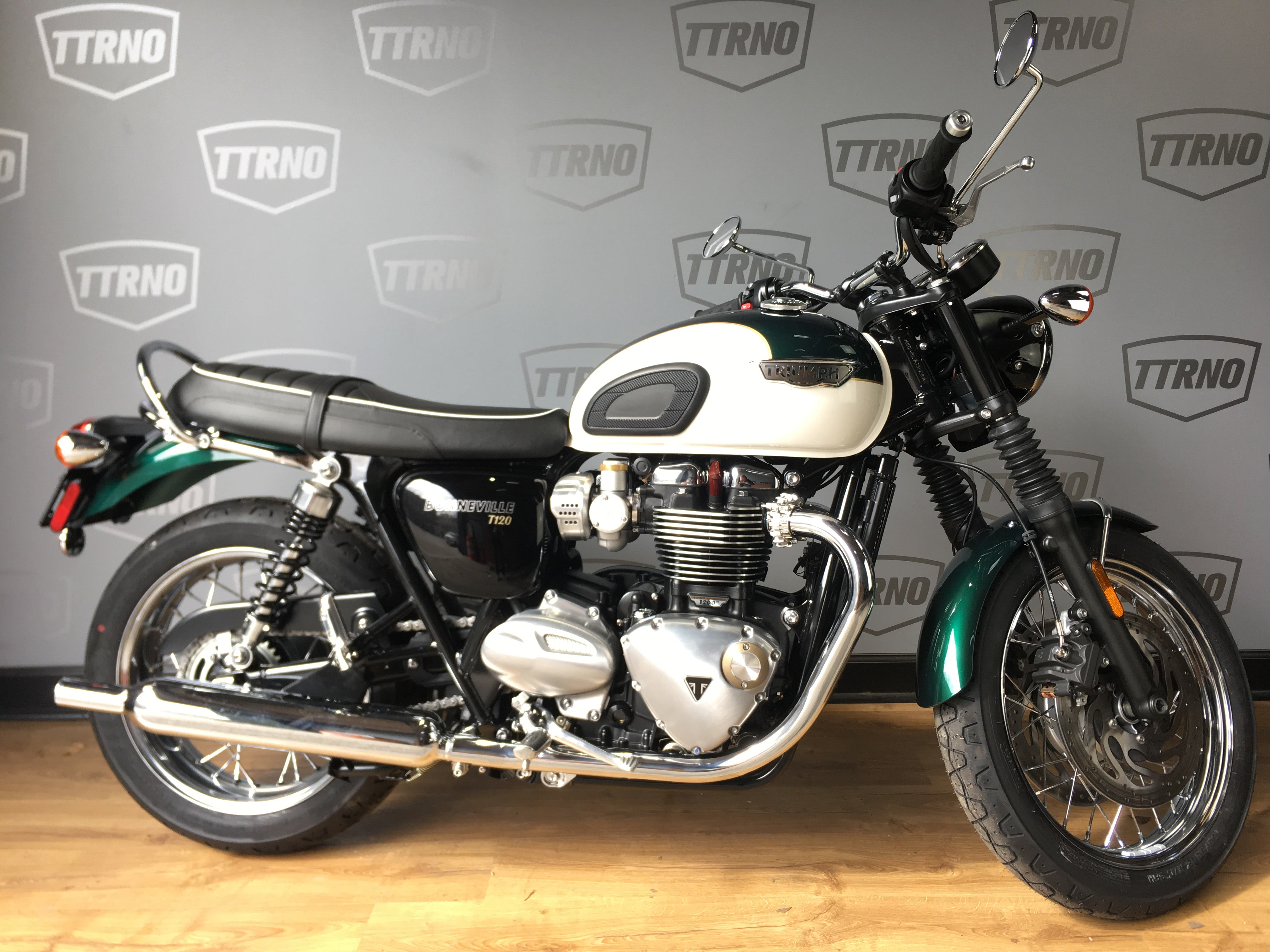 2019 Triumph Bonneville T120 Competition Greenfrozen Silver The