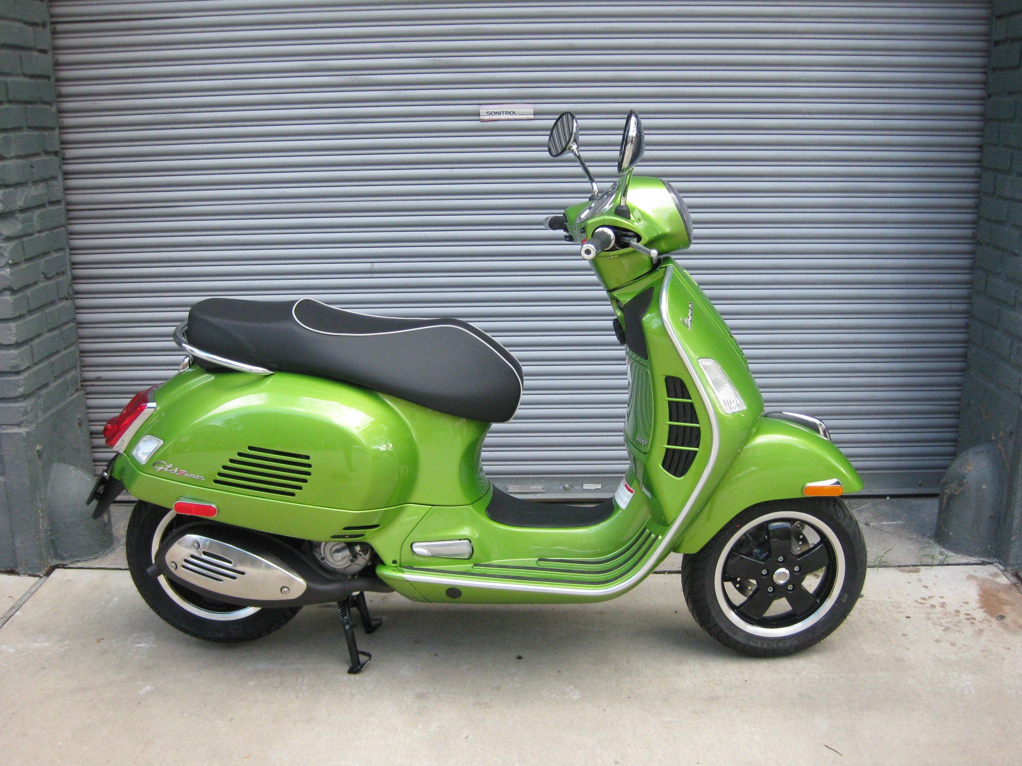 2018 vespa gts 300 super verde speranza the. Black Bedroom Furniture Sets. Home Design Ideas