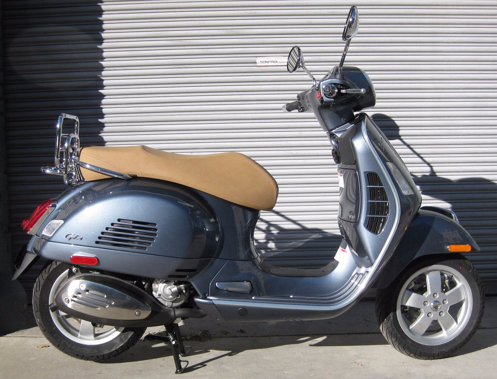 2018 vespa gts 300 grigio dolomiti the transportation. Black Bedroom Furniture Sets. Home Design Ideas