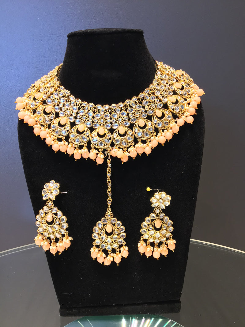Peach Kundan Choker Set with Mang Tikka
